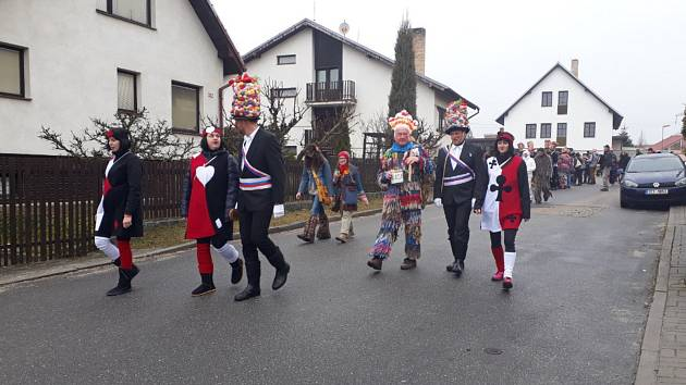 Tradiční růžičkovou koledu si v sobotu užili v Ševětíně.