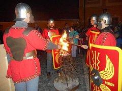 V Borovanech Martin daroval půl pláště, lidé peníze.