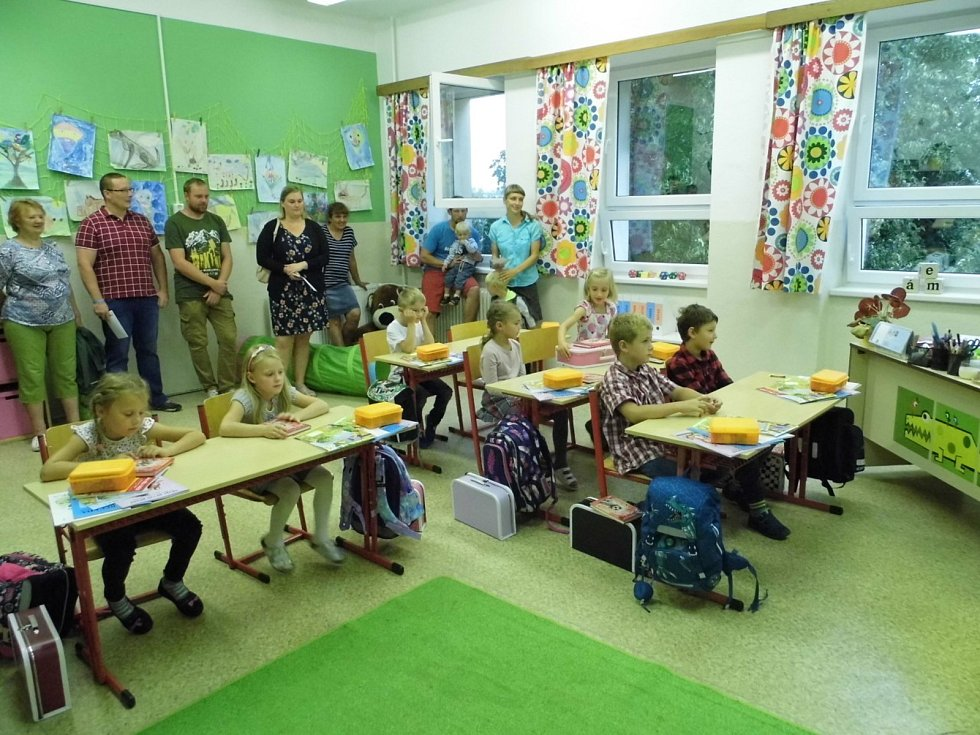 Tři třídy s pěti ročníky letos otevřeli v málotřídce v Jílovicích. Na snímku žáci 2. a 3. ročníku.