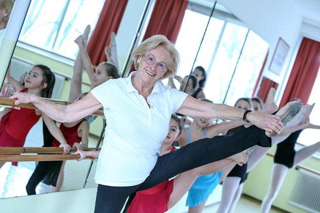 V83 letech učí balet.