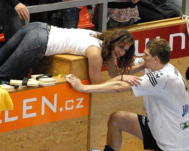 Volejbalový pár Vojtěch a Eva Zachovi bude sbírat zkušenosti, a to nejen na hřišti, od příštího týdne ve Francii. Tam vyrazí ve středu.