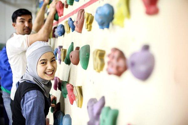 13letá Afsane se na lezení těší.