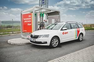 Nabíjecích stanic pro elektromobily a stanic pro vozidla na CNG přibývá v České republice i na jihu Čech (na snímku CNG stanice firmy E.ON ve Strakonicích).