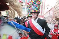 Růžičkovou a mečovou koledu viděli v úterý odpoledne lidé v centru Českých Budějovic.