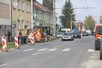 Lidická ulice se opravuje.