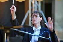 Martin Peschík je šéfdirigentem Jihočeského divadla, spolupracuje ale i s jinými orchestry. Na snímku při představení Dvořákovy Rusalky na slavkovském zámku loni v létě.