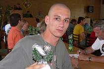 Richard Mach na losovacím aktivu dostal cenu pro nejlepšího střelce okresního přeboru. Za Dolní Bukovsko dal 18 branek.
