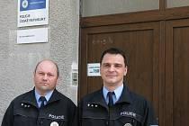 V čele zlivského obvodního oddělení stojí nadporučík Jan Ptáček (vlevo) se zástupcem nadporučíkem Miroslavem Šarvajcem.
