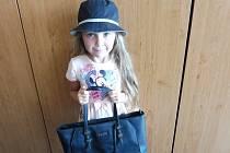 Hana Čížkovská přinesla s babičkou kabelku. Vybrat si jinou přijdou 4. září do IGY Centra obě.