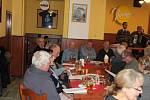Tradiční zpívání vánočních koled se koná v budějovické  restauraci Vatikán. U počátků akce, která kdysi byla v Masných krámech, stáli trampové od říčky Stropnice.