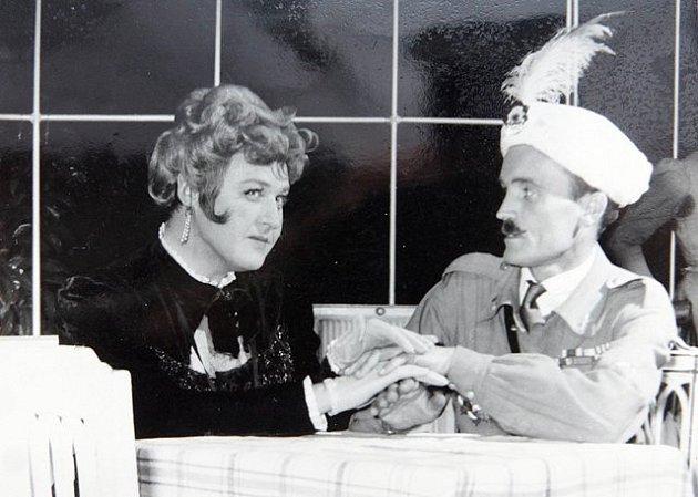Ve hře Charleyova teta hrál František Stráský sL. Lipským.