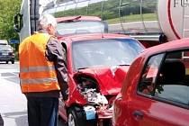 Střet tří aut u Kosova na hlavním tahu z Budějovic na Krumlov.