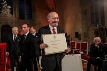 Prezident Miloš Zeman předal 28. října na Pražském hradě státní vyznamenání. Na snímku Petr Martan