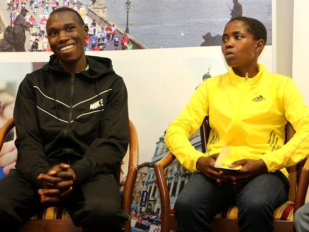 Největší hvězdy půlmaratonu v Českých Budějovicích Keňané Geoffrey Kamworor (vlevo) a Vicoty Chepkemoi.