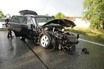 Při sobotní nehodě u Bošilce se zranilo šest lidí.
