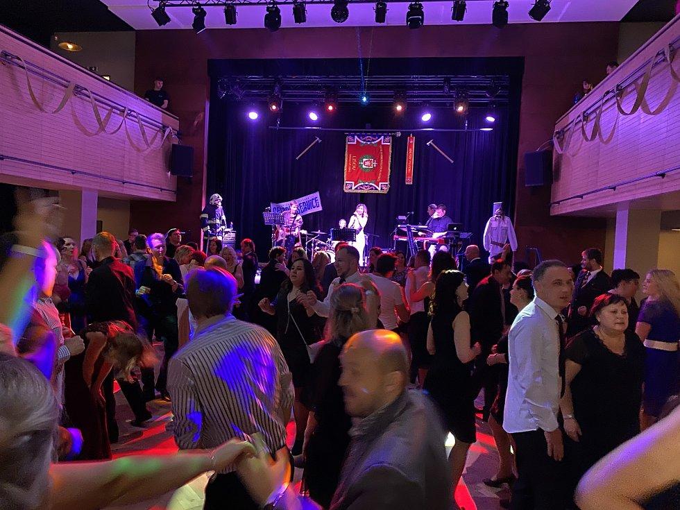 Na tradiční Hasičský bál pozvali všechny sousedy členové Sboru dobrovolných hasičů v Lišově.