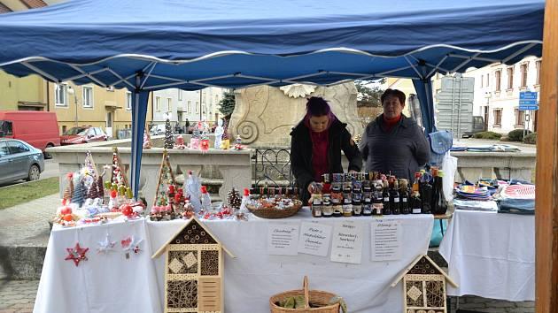 Na vánočních trzích v Horní Stropnici to v sobotu vonělo různými dobrotami. Zaujaly i drobné výrobky.