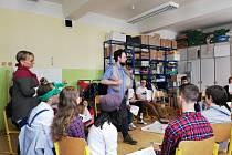 """Dětí ze Základní školy Fantova se účastnily dějepisného workshopu """" Den, kdy se mlčelo"""" pořádaným organizací Post Bellum."""