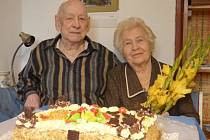 Diamantovou svatbu oslavili Karel a Helena Holických, kteří žijí v Českých Budějovicích. Své ano si řekli před 60 lety, 11. září 1954.
