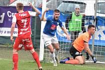 Karel Hasil se v zápase Táborska s Pardubicemi raduje ze svého gólu na 2:3.