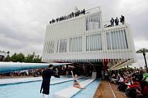 Jako český pavilon na výstavě Expo 2015 v Miláně by mohl vypadat nový sál Jihočeské filharmonie (JF) s kapacitou 1000 lidí. Byl by z modulů. Firma Koma Modular vypsala mezinárodní architektonickou soutěž pro mladé architekty, aby navrhli jeho podobu.