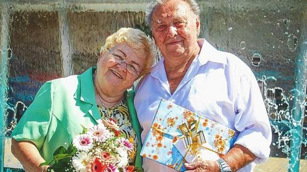 Manželé Hedvika a Stanislav Michnerovi oslavují 1. září 2021 již 65 let od svatby.