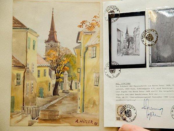 VNorimberku prodávali údajné Hitlerovy obrazy.