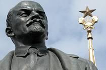 Jedním z hrdinů románu Milenec nové komisařky od Jana Bauera je Lenin.