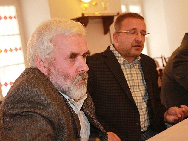 Pavel Šafr, ředitel Jihočeského muzea, oznámil, že po 23 letech končí ve funkci. Na snímku vpravo Patrik Červák, šéf krajského odboru kultury.