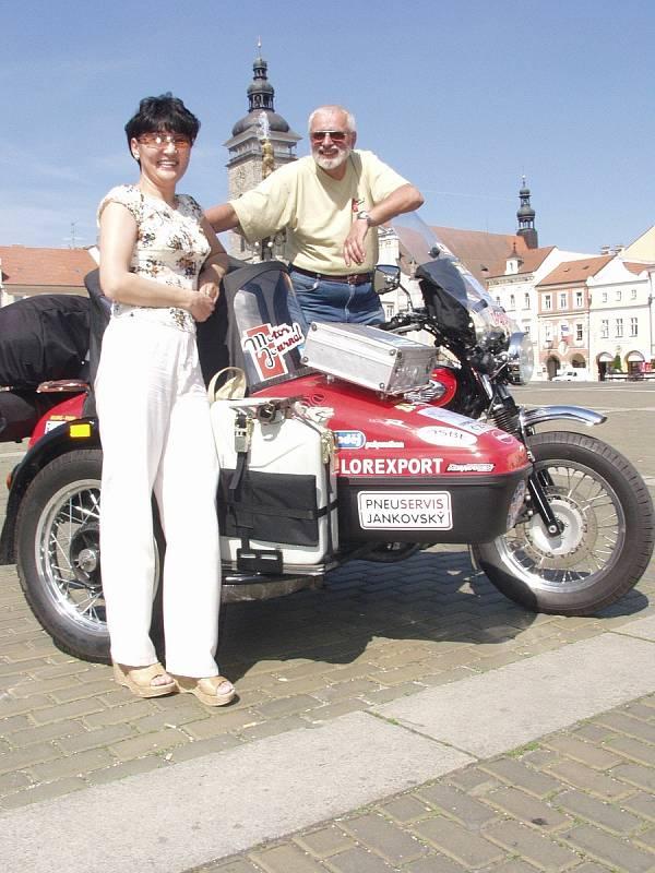 S krásnou paní Maynar před odjezdem na budějovickém náměstí.