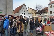 Na Piaristickém náměstí jsou lidé na tradiční trhy zvyklí chodit pravidelně.