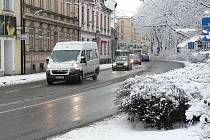 Silnice  v ulici Na Sadech v Českých Budějovicích ve středu ráno.