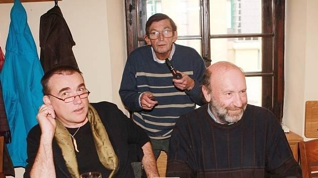Štamgasti v restauraci Masné Krámy.