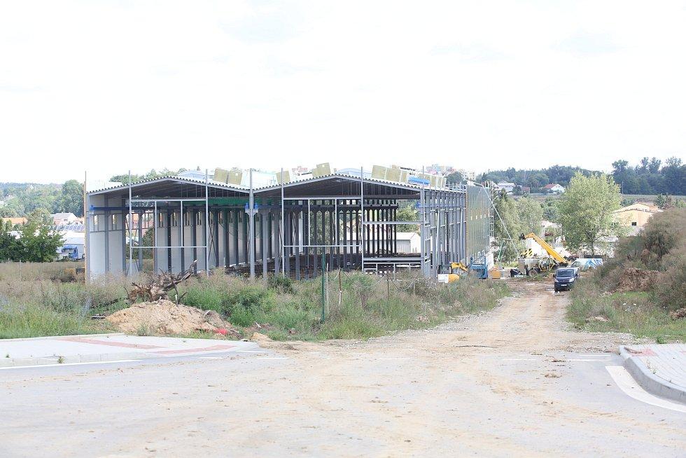 Obec Týn nad Vltavou postavila novou silnici za 50 milionů  korun. Vede průmyslovou zónou.
