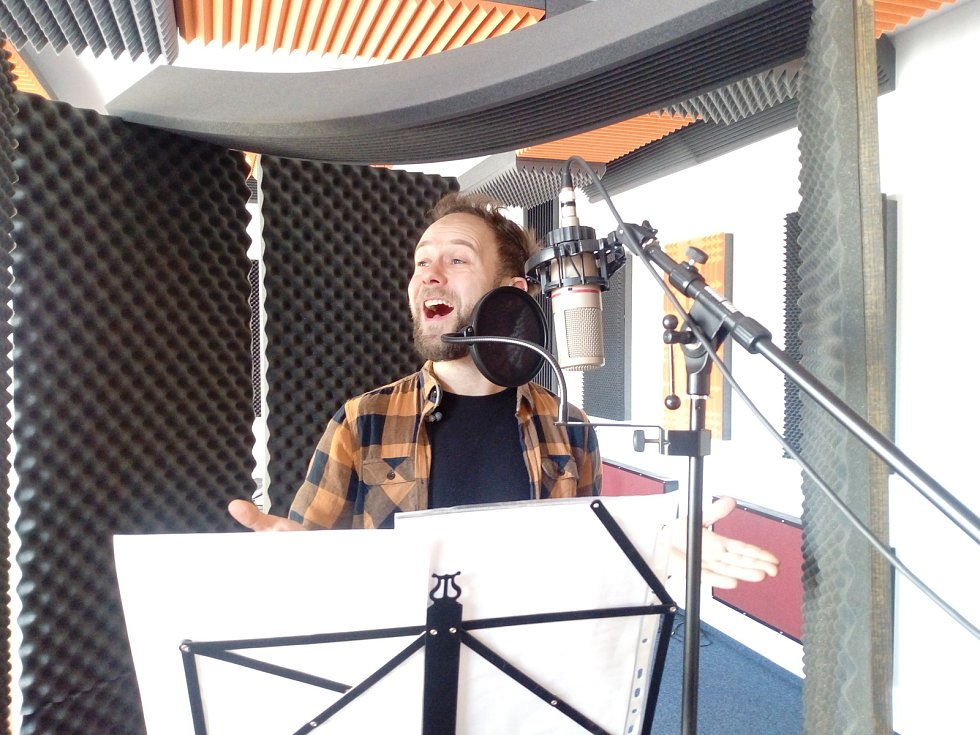 Dušan Marko přijel do Českých Budějovic, aby nazpíval píseň k vznikajícímu videoklipu Hdp teens.