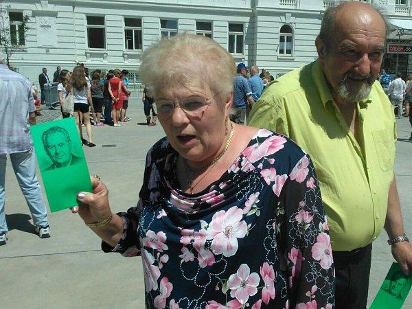 Dana Fialová vyrazila do Tábora se zelenou kartou, prezidenta Miloše Zemana totiž podporuje.