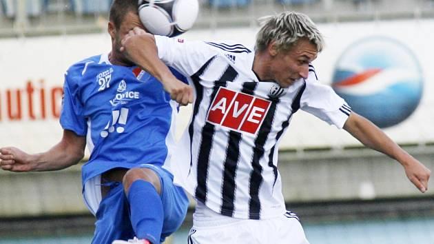 Pavel Novák bojuje s ostravským Krautem: Dynamo - Baník v dohrávce I. ligy 1:2.