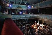 Anifilm, mezinárodní festival animovaných filmů, nabízí v Třeboni do 8. května 405 snímků z celého světa. Snímek ze zahájení festivalu v Divadle J. K. Tyla.