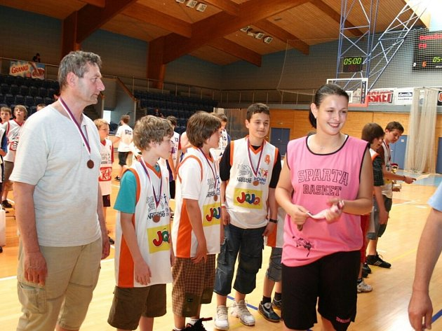 Michaela Drachovská zpestřila průběh turnaje Nestlé Cup 2008 v Jindřichově Hradci. Hráčka opustila Strakonice, příští sezonu bude hrát ve Spartě Praha.