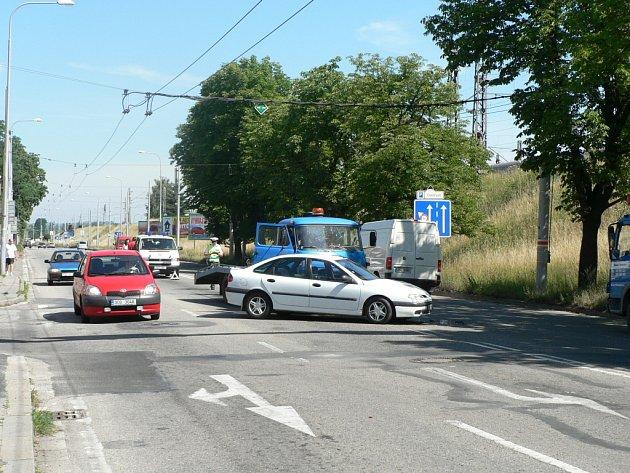Nehoda v Nádražní ulici.