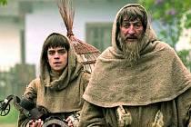Dalším Jihočechem, který se podílel na velkofilmu Bathory, je herec Jiří Mádl – zde v roli mnicha vedle Boleslava Polívky.