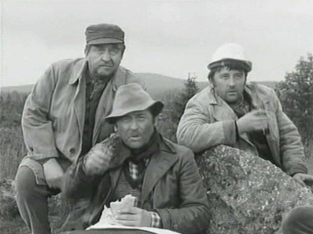 Záběr zfilmu Černý vlk, který se natáčel na Šumavě. Jihočeši Karel Charvát a Milan Jedlička ztvárnili dřevorubce.