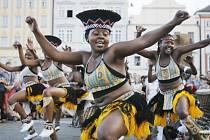 Taneční skupina IYASA ze Zimbabwe.
