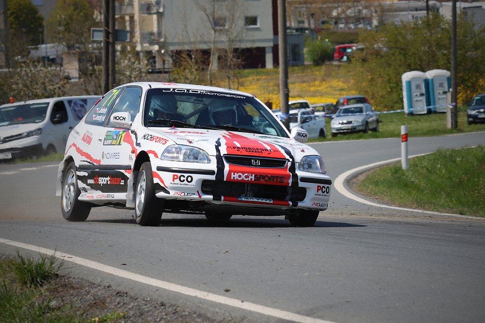 Jihočeši Jan Jinderle s Jiřím Jevickým byli druzí na Rallye Šumava