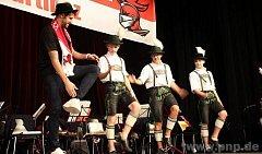 Martinez si zkusil bavorský taneček.