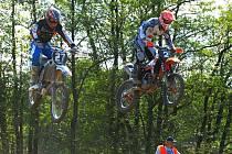 Martin Finěk (vlevo) a David Čadek budou v neděli na mezinárodním mistrovství republiky v motokrosu v Kaplici reprezentovat jihočeský tým Speed Moto.