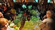 Písecká galerie Sladovna otevřela hravou výstavu Trnkova Zahrada 2. Ožívá v ní oblíbená kniha několika generací, kterou napsal Jiří Trnka. Děti pobaví mluvící velryba, trpaslík, prolézačky či kočkodrom (snímek).