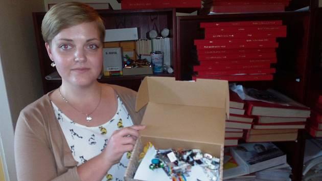 Sběratelka poslala svůj poklad dál. Přispěla na dobrou věc!