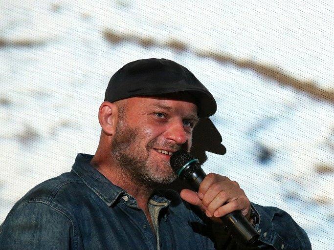 Thriller o Radovanu Krejčířovi nazvaný Gangster Ka uvedli v předpremiéře v českobudějovickém multikině jeho tvůrci. Na snímku herec Hynek Čermák, který hraje Krejčíře.