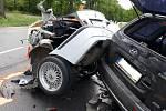 Při tragickém střetu u Staré obory zemřel mladý řidič BMW.
